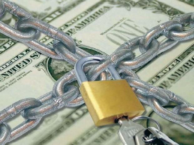 AFIP le quitara el CUIT a quienes compren dólares para viajar y no lo hagan