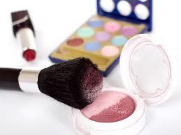 Prohíben la venta de varios productos cosméticos