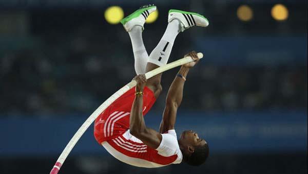 Video: Atleta cubano se le quebró la garrocha
