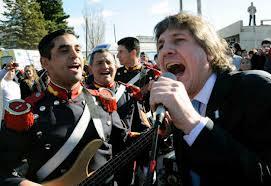 Video : Boudou cantando con los granaderos