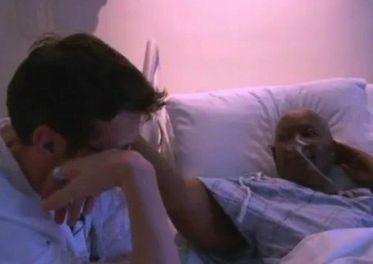 Video: Paciente terminal consuela a su doctor