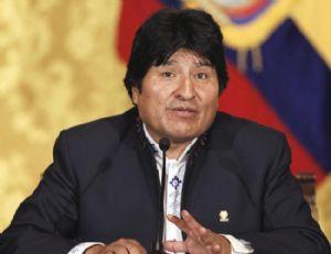 Acusan al presidente de Bolivia de embarazar a una menor de edad