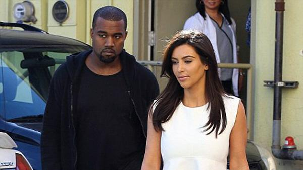 Kim Kardashian muestra sus curvas en calzas ajustadas