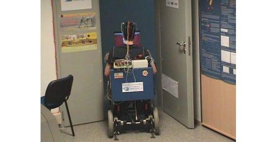 Crean silla de ruedas que se mueve con la mente