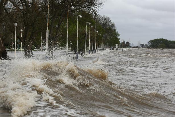 Fuerte sudestada y crecida del Río de la Plata