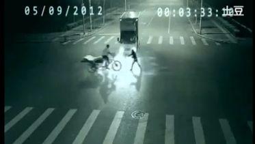 Video: Cámara capta un accidente y una impresionante teletransportación