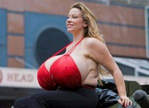 La mujer con los pechos más grandes del mundo