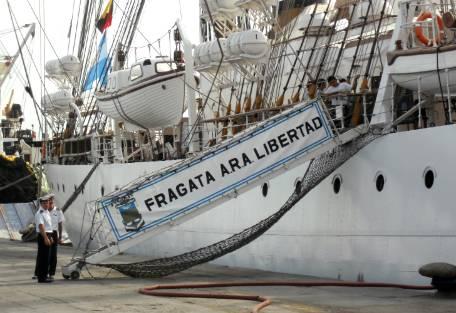 """""""Frente a la Fragata, dimos tres voces de Viva la Patria"""" dijo uno de los tripulantes del buque"""