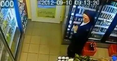 Video: Monja infraganti robando cerveza de un minisuper