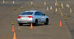 Mujer tiene récord mundial de 104 intentos fallidos en la prueba de conducir