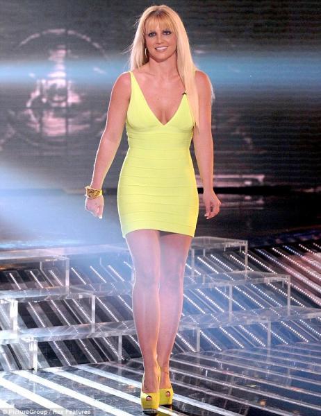 Britney Spears más linda que nunca: mini y escotazo