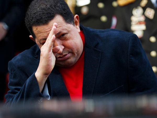 Chávez está siendo operado en Cuba