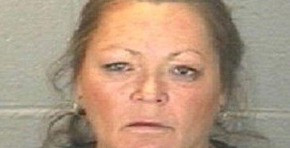 Arrestan a mujer por subir fotos de su hija desnuda a Facebook