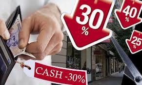 Los comercios dan descuentos del 20% al 30% a quienes pagan en efectivo