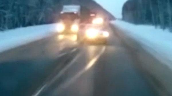 Una beba salió expulsada de una camioneta en la ruta y se salvó. Video