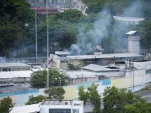 Pelea en una cárcel en Venezuela deja al momento 50 muertos