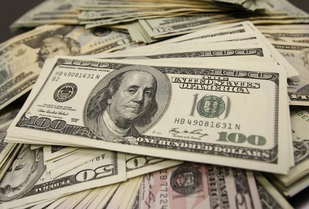 El dólar paralelo continúa por encima de los 7 pesos, pero en el exterior ya piden hasta 8,20