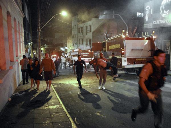 Mas 233 muertos en incendio de una discoteca en Brasil