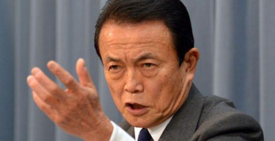 """Ministro japonés envía un cruel mensaje a los ancianos: """"que se den prisa y se mueran"""""""