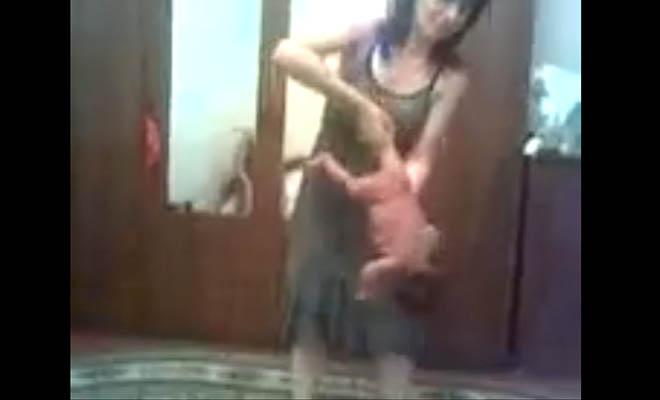 Video: Mujer usa como objeto a su bebé recién nacido
