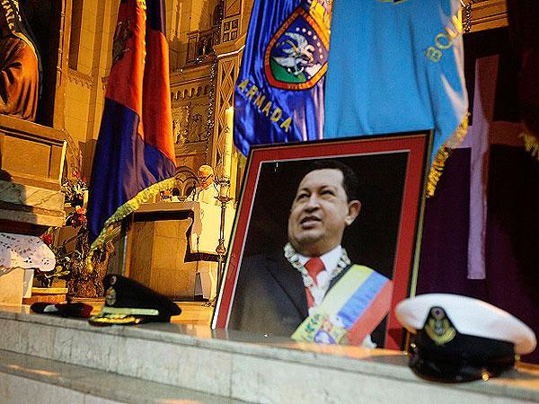Chávez habría vuelto a terapia intensiva tras una nueva infección