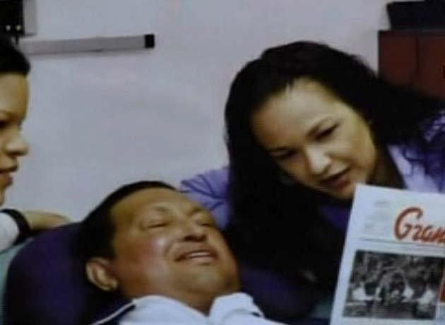 Estudiantes amenazan con copar el hospital donde está Chávez si no da la cara