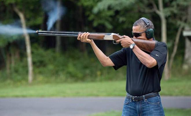Foto: Obama con una escopeta practicando tiro al pato