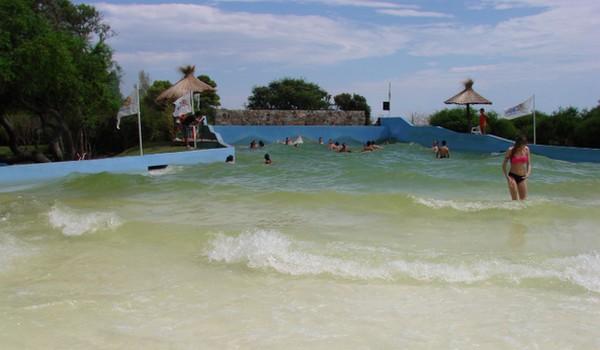 Piscina con olas en Termas Marinas