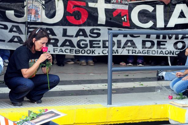 Abucheos a Cristina y De Vido de los familiares en el acto en la estación de Once