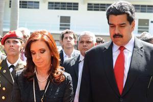 Aseguran que Cristina Kirchner fue la encargada de entregar el testamento político de Chávez