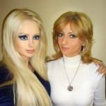 "La ""Barbie humana"" presentó a su progenitora. Fotos"