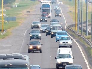 Más de 1300 vehículos por hora viajan rumbo a la Costa