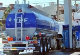 YPF dice que no altera su política de precios el tope a los combustibles