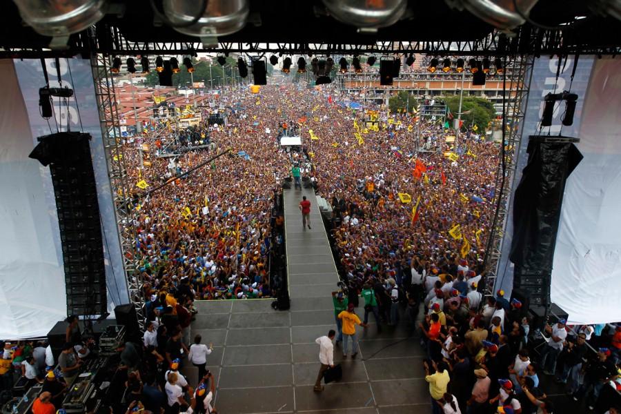 Capriles lidera la mayor concentración opositora desde 1998
