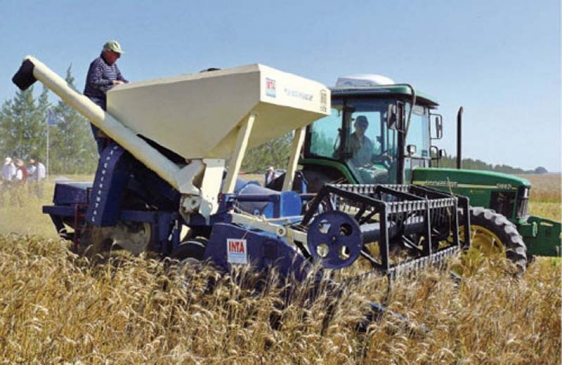 Cosechadora de granos de arrastre diseñada por argentinos