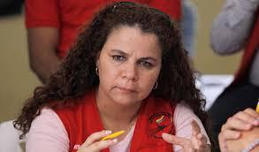Ministra de Maduro amenaza a Capriles con meterlo preso