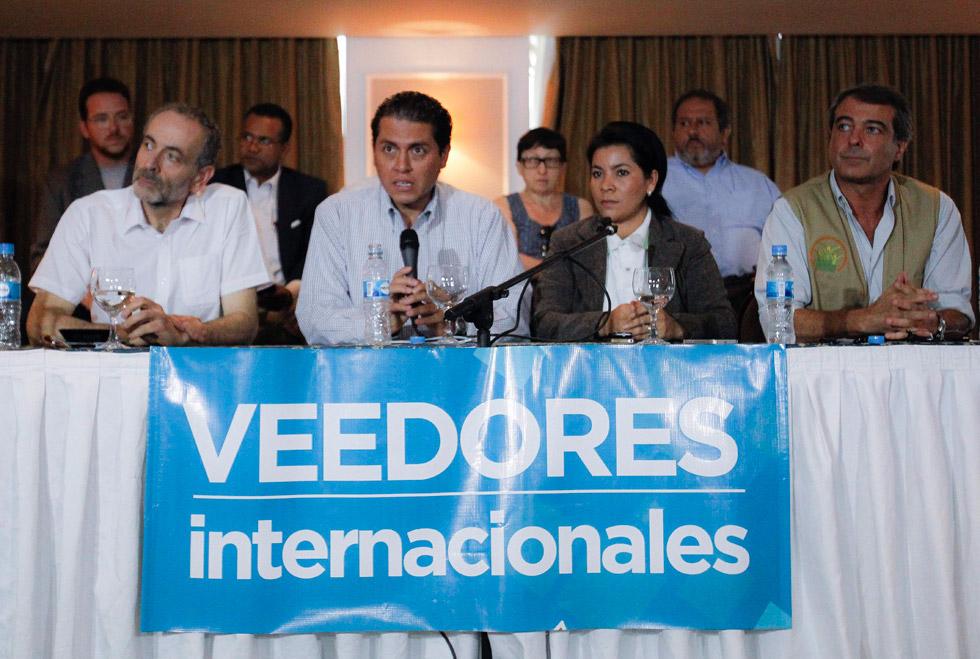 Maduro no puede ser proclamado antes de recuento de votos, dicen observadores