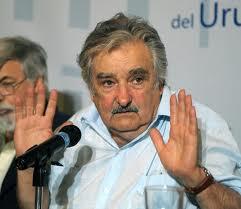 """Mujica : """"Parece que Lanata tiene experiencia en poner plata en bancos uruguayos"""""""