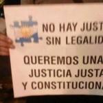 #18A Los carteles de los manifestantes . Fotos