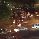 Mientras Maduro hablaba de paz, chavistas atacaron a tiros, palos y molotov a los estudiantes. Fotos