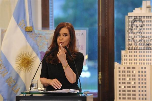 """Cristina habló horas antes del cacerolazo y aseguró que el fallo de la ley de medios la """"dejó sin habla"""""""