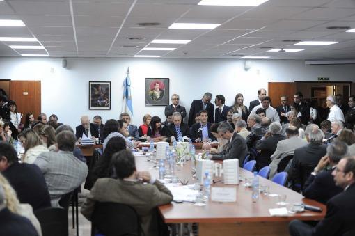 El Gobierno propuso cambios en el proyecto de cautelares para ampliar protección de derechos sociales