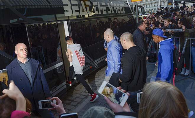 Encuentran droga en los micros de la gira de Justin Bieber