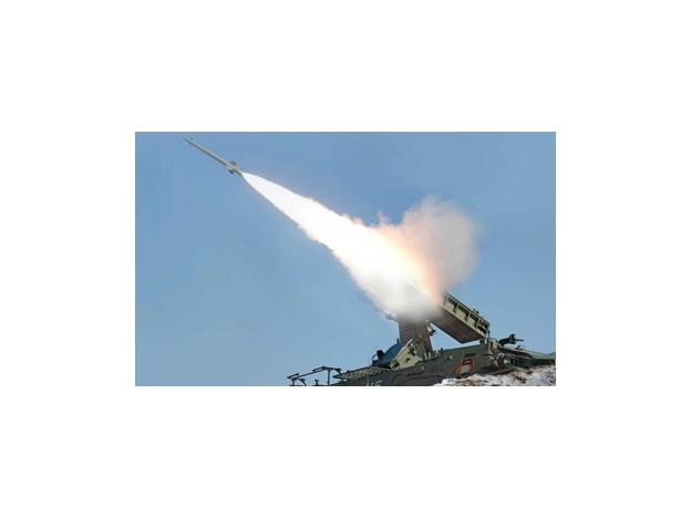 Según EE.UU y Seúl, Corea del Norte ya colocó misiles en posición de lanzamiento