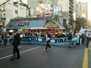 Comenzó en todo el país el cacerolazo y la protesta contra el gobierno #18A
