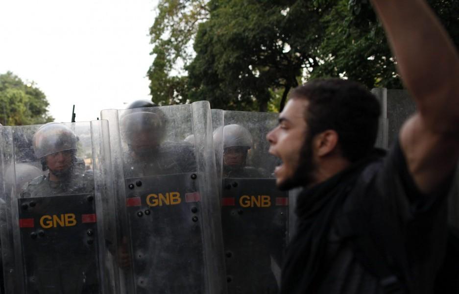 Se complica la situación en Venezuela: 7 muertos, mas de 60 heridos y 135 detenidos en las protestas