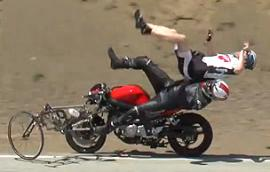 Video: Motociclista atropella a ciclistas