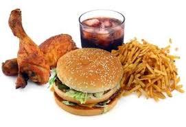 Estudian subir los impuestos a las comidas que más engordan