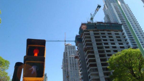 Alertan que en 3 años no habrá más edificios nuevos para vender por la paralización de la construcción