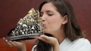 Roban la corona de la Reina Nacional de la Vendimia en Mendoza
